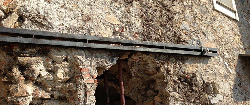 Particolare di edificio storico durante i lavori